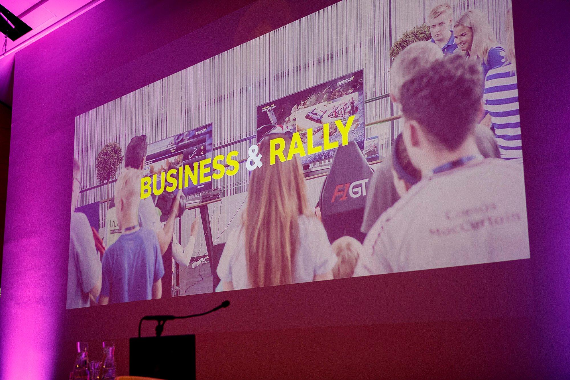 Kuva valkokankaasta Business Rally tapahtumassa