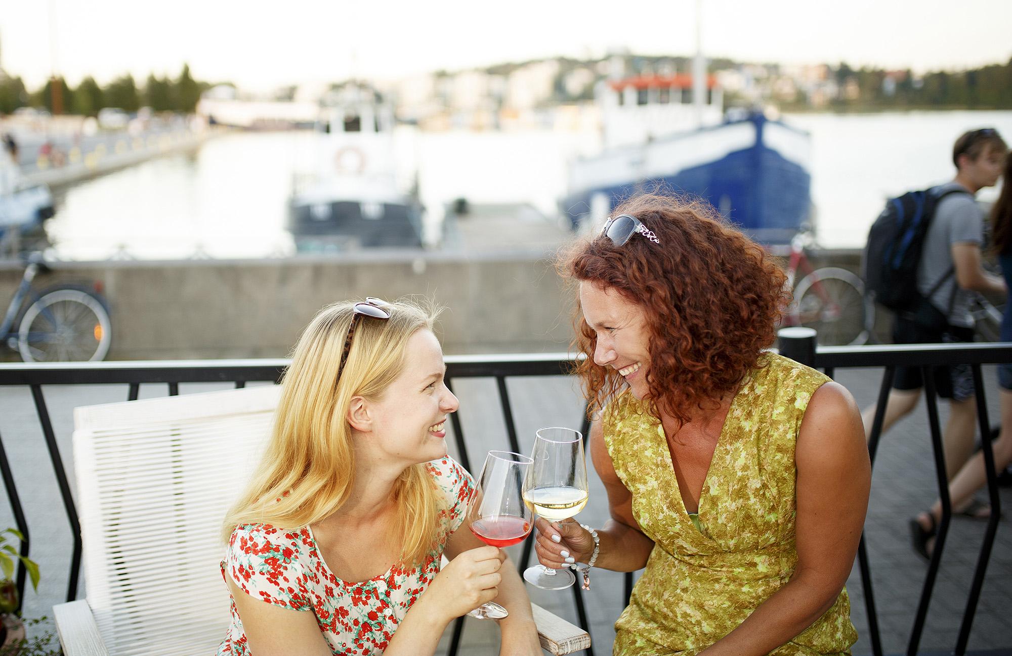 Lutakon kesäterasseilla luvassa maistuvia purtavia ja kesäistä juotavaa
